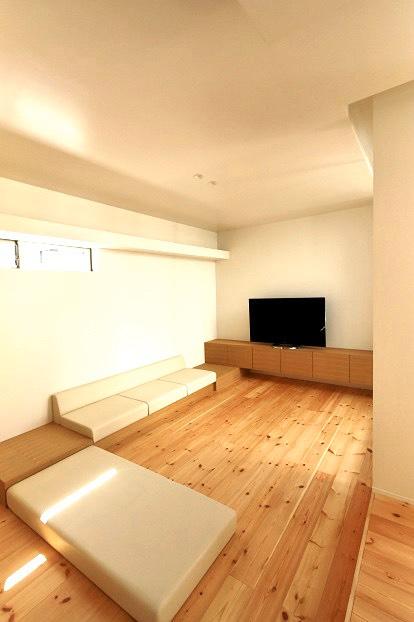 テレビボードとソファ リビング家具はぜんぶ造作