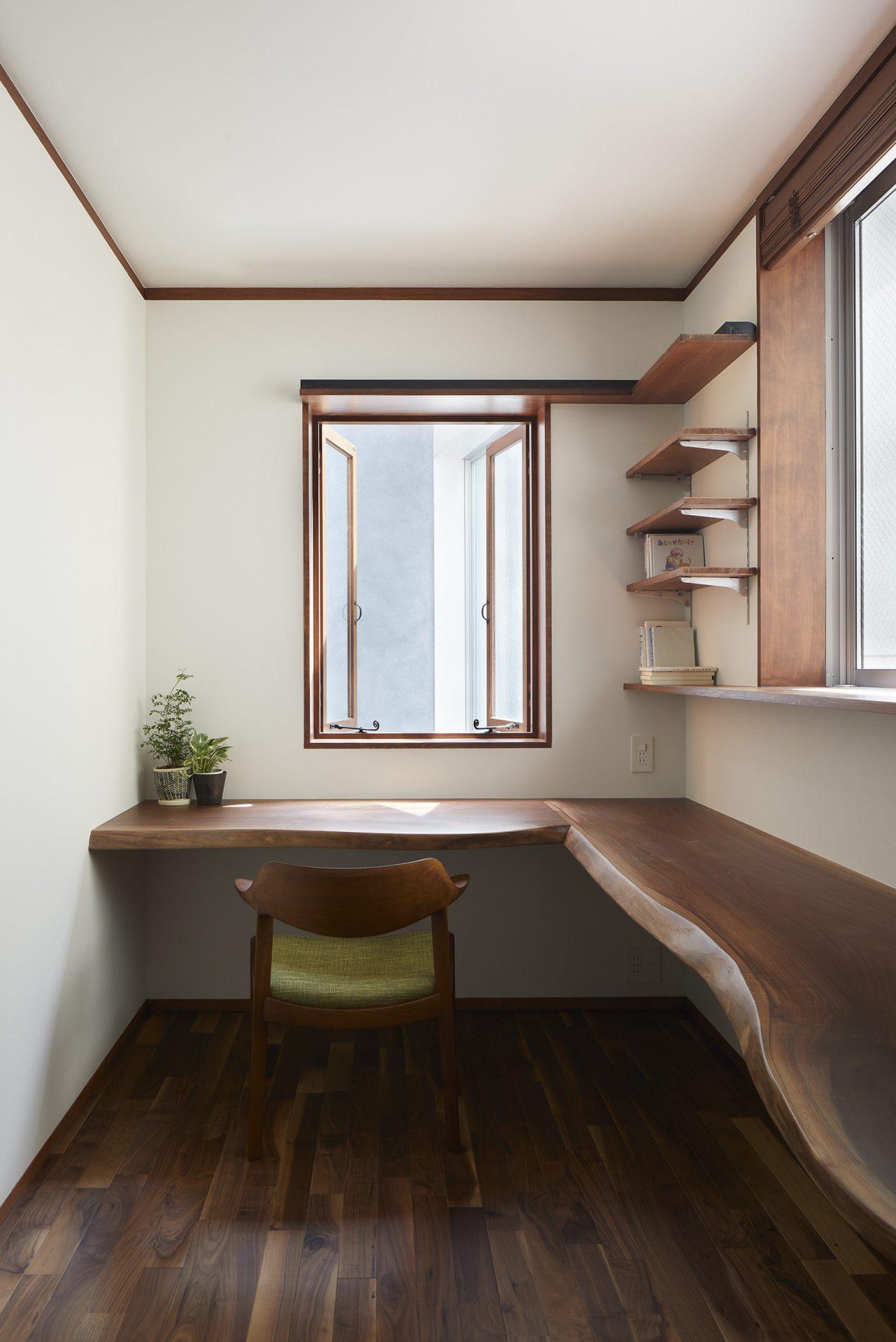 木の温かみを感じる 無垢板オーダー家具