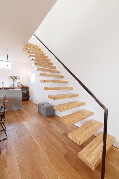 鉄骨はなし?どうなっている?木製片持ち階段の造り方徹底解説|Blog ...